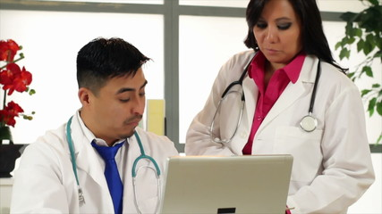 Hispanic Doctors Analyse Data
