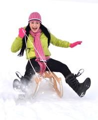 femme en luge a la neige