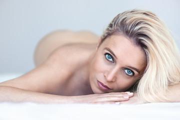 Schöne erotische italienische Frauenbilder