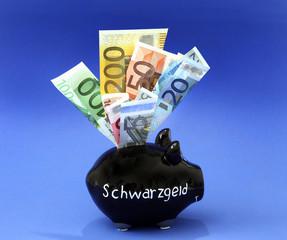 """Ein schwarzes Sparschwein mit der Aufschrift """"Schwarzgeld"""""""