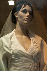 mannequin vitrine mariage