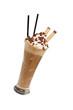 Eiskaffee mit 2 Strohhalmen diagonal