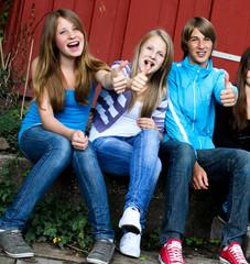 Teenager auf der Bank