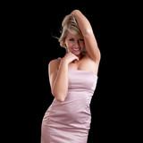 junge blonde Frau beim tanzen