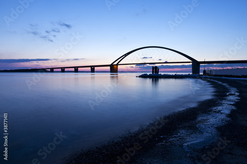 Fehmarnsundbrücke am Winterabend - 38771411