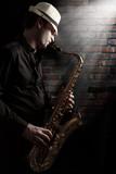 Fototapety Saxophonist im Hinterhof