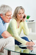Seniorenpaar ruft bei Hotline an