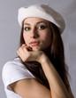 Donna con cappello basco