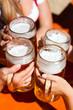 Eine frische Maß Bier im Biergarten
