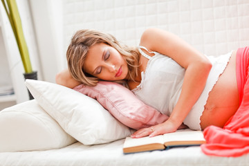 Pregnant woman fell asleep while reading book