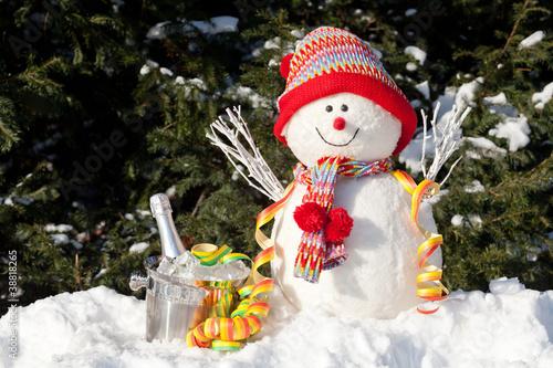 Leinwandbild Motiv Schneemann mit Sektkübel und Papierschlange