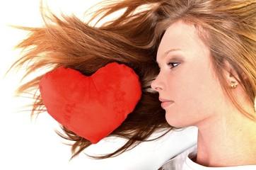 St Valentin fille avec un coeur