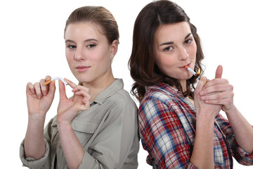Women for and against smoking
