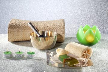 Spa Produkte m. grünen Kerzen