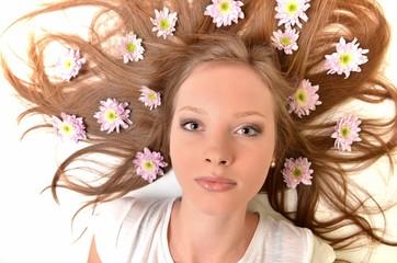 belle femme avec fleurs
