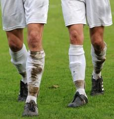 deux joueurs sur le terrain de football