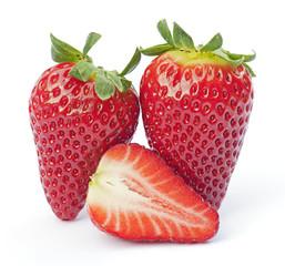 Vollreife, süsse Erdbeeren, isoliert