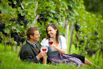 Pärchen bei der Weinverkostung
