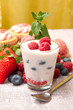 Yogurt ai frutti di bosco  e cupcake