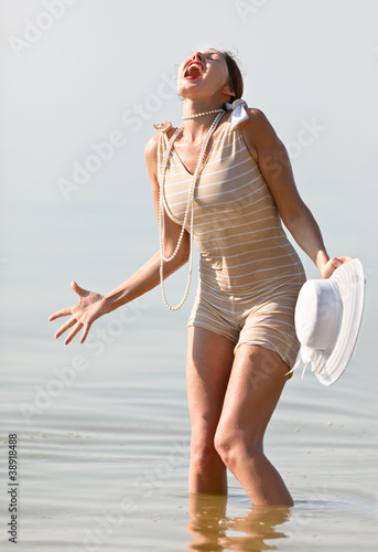 Woman in white hat cried against the sea
