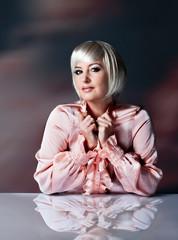 erfolgreiche, blonde Geschäftsfrau - female 11