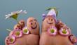 glückliche, lächelnde Füße