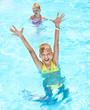 Leinwanddruck Bild - Children in swimming pool.