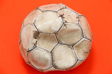 Alter, Fussball aus Leder