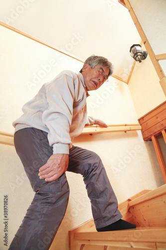 高齢者と階段
