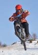 saut vélo en neige