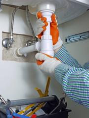 Plumber assembling washbasing siphon