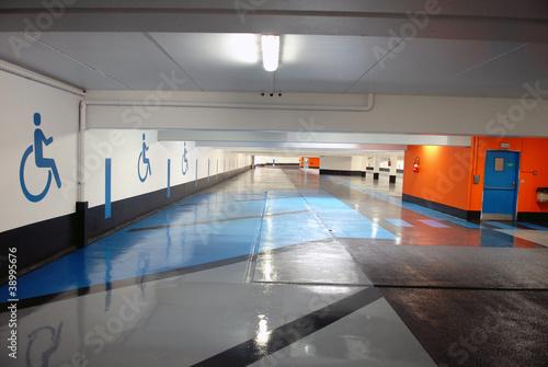parking souterrain de richard villalon photo libre de droits 38995676 sur. Black Bedroom Furniture Sets. Home Design Ideas