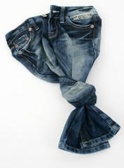 Jeanshose verknotet