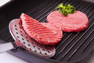 hamburguesa de carne aislada en fondo blanco