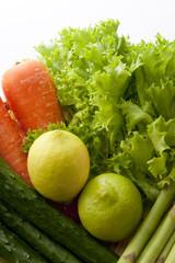 笊に入った野菜