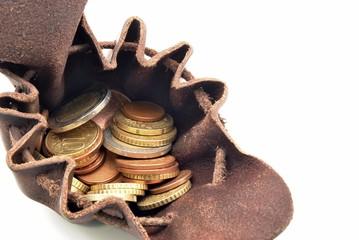 Bolsa de cuero antigua con dinero
