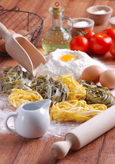 tagliatelle all'uovo con ingredienti - tre