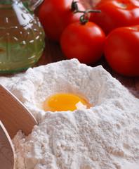 farina, uova, pomodoro e olio