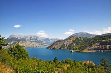 Lago artificiale di Serre Poncon, Francia