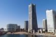 横浜ランドマークタワーと運河