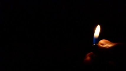 Gute Stimmung, Feuerzeug wird geschwenkt