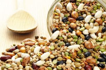 Misto di legumi e cereali secchi
