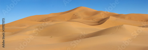 Fototapeta dunes of Erg Chebbi in Morocco