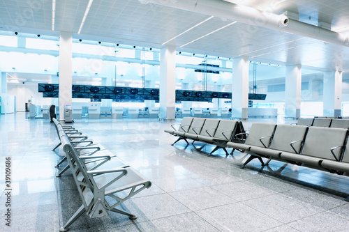 Waiting area in airport terminal - 39109686