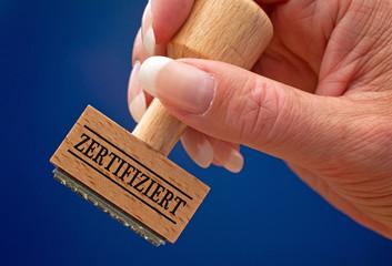 Zertifiziert - Stempel mit Hand