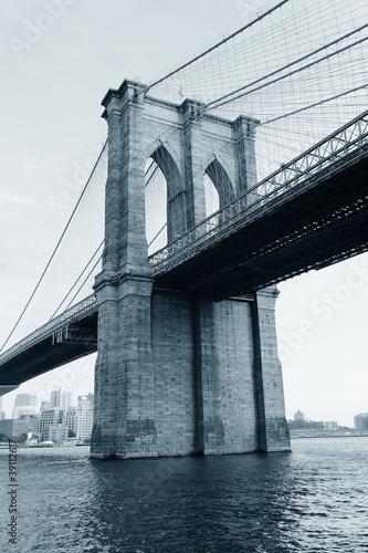 most-brooklinski-czarno-bialy