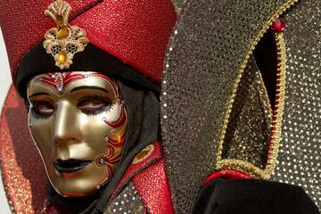 Maschero rosso oro Carnevale a Venezia
