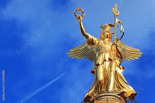 Leinwanddruck Bild Gold Else Berlin mit Flugzeug