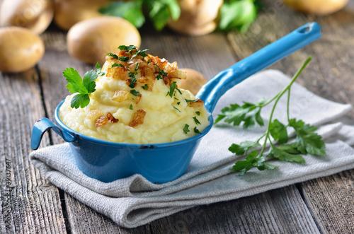 Leinwanddruck Bild Kartoffelpüree mit Röstzwiebeln