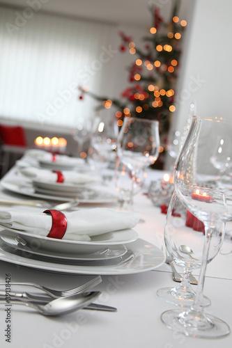 festlich gedeckter weihnachtstisch von fotoscorp lizenzfreies foto 39138426 auf. Black Bedroom Furniture Sets. Home Design Ideas
